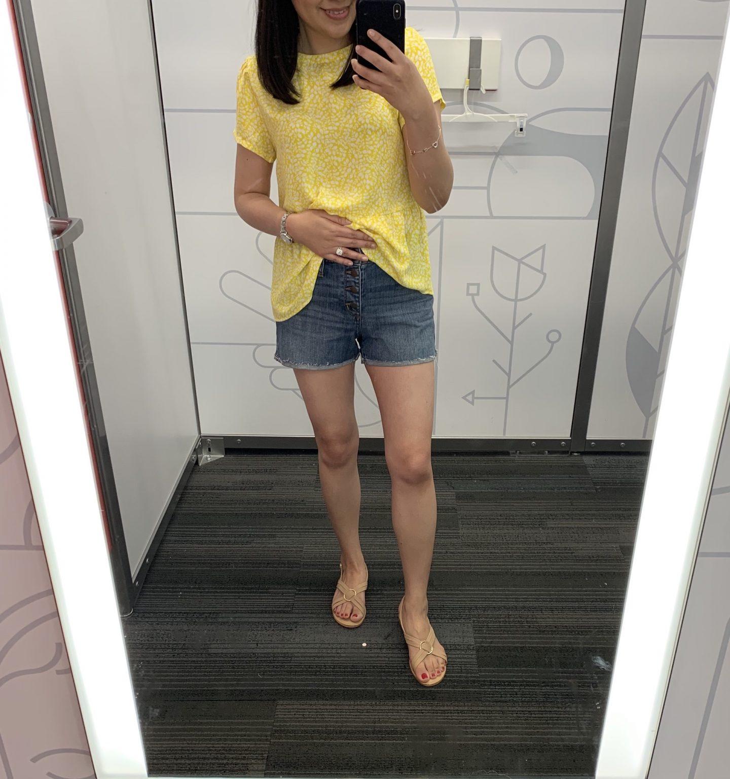 Universal Thread High-Rise Jean Shorts in Medium Wash, size 0