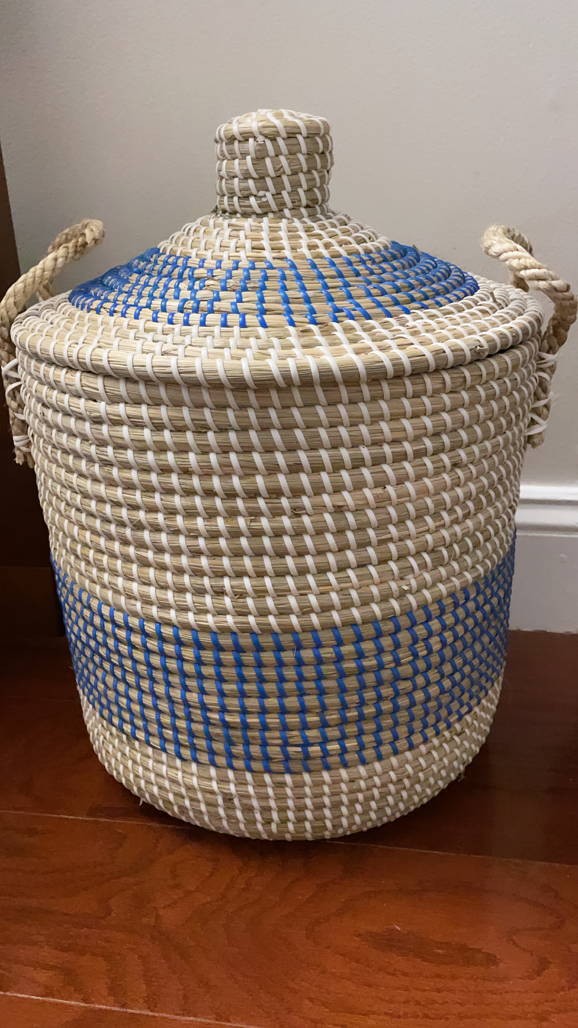 Viet 5 Small Striped Round Hamper With Rope Handles