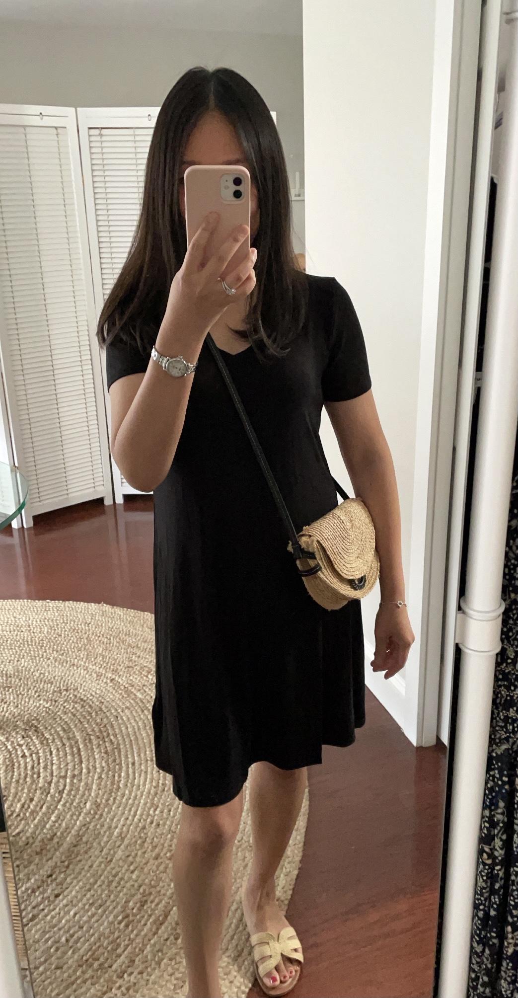 Amazon Essentials Women's Short-Sleeve V-Neck Swing Dress, size XS